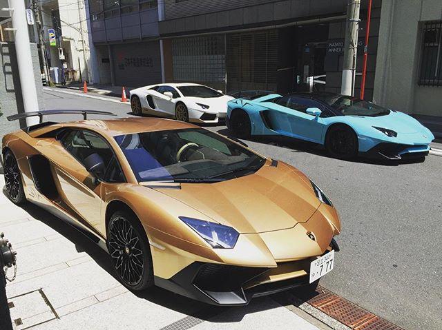 GOLD & BLUE & WHITE#cizetaphoto #lanborghini #aventador #aventadorsv #aventadorsvroadster #sv #lp750 #lp750sv #lp750_4 #lp750superveloce #roadster #miura  #aventadormiura #aventadormiurahomage #4403 #mikitty #morohoshifamily #諸星一家